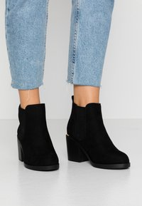 Dorothy Perkins Wide Fit - WIDE FIT ANSTY ELASTIC HEELED CHELSEA - Ankle Boot - black - 0