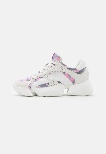 VEGAN MATRIX TWO - Trainers - white/pink