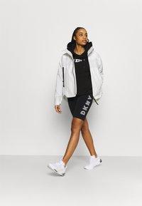 DKNY - TRACK LOGO BIKE SHORT - Collants - black/white - 1