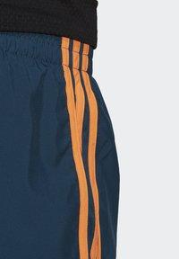 adidas Performance - Marathon 20 SHORT RESPONSE AEROREADY RUNNING REGULAR SHORTS - Urheilushortsit - wild teal/screaming orange - 5