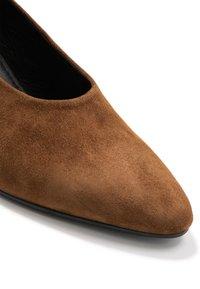 Vagabond - OLIVIA - Classic heels - caramel - 2