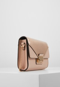 Dorothy Perkins - PUSHLOCK MIX  - Clutch - rose - 3