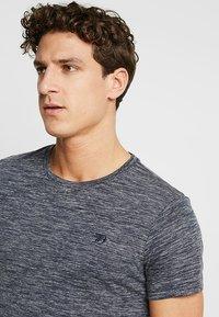 TOM TAILOR DENIM - Basic T-shirt - space dye blue - 4