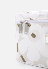 Marimekko - VUOLU MINI UNIKKO COSMETIC BAG - Wash bag - beige/white/greygreen - 3