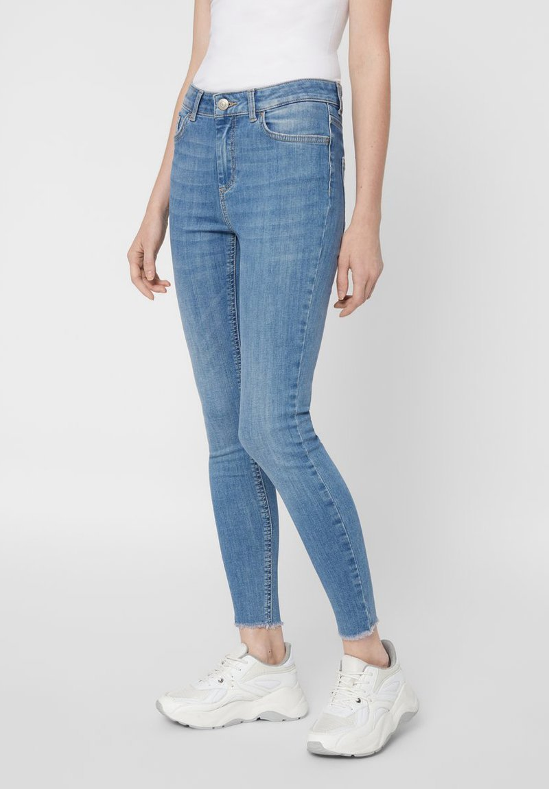 Pieces - SKINNY FIT JEANS CROPPED - Jeans Skinny Fit - light blue denim