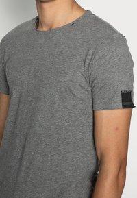Replay - Basic T-shirt - dark grey melange - 4