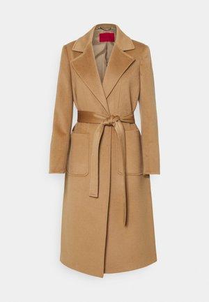 RUNAWAY - Klasikinis paltas - camel