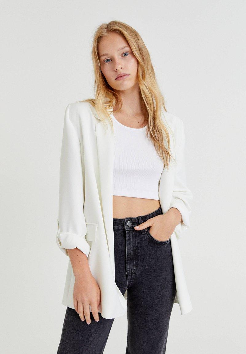 PULL&BEAR - Cappotto corto - white