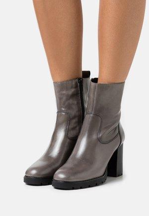 PANNER - Kotníková obuv na vysokém podpatku - grey