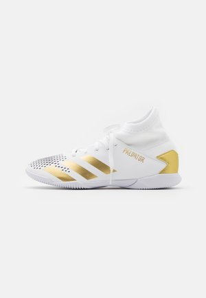 PREDATOR 20.3 FOOTBALL SHOES INDOOR - Indoor football boots - footwear white/gold metallic/core black