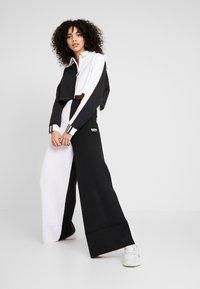 adidas Originals - Topper langermet - black/white - 1