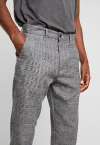 Solid - SLIM BARRO - Trousers - grey - 3