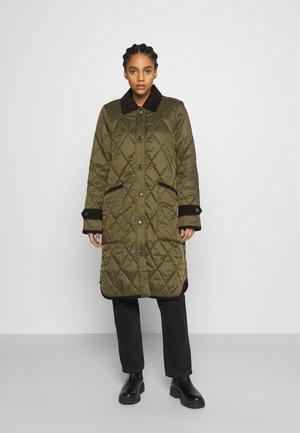 HOXTON QUILT - Classic coat - fern/saturnalia