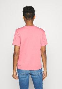 adidas Originals - LOOSE FIT TEE - T-shirt print - hazy rose - 2