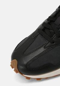 New Balance - WS327 - Trainers - black - 3
