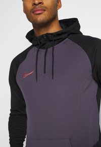 Nike Performance - DRY ACADEMY HOODIE  - Jersey con capucha - dark raisin/black/siren red - 4