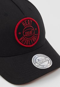 Mitchell & Ness - NBA VISION HIGH CROWN PINCH PANEL SNAPBACK MIAMI HEAT - Kšiltovka - black - 2