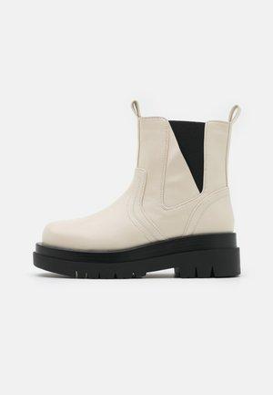 BRAZEN - Kotníkové boty na platformě - offwhite