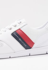 Tommy Hilfiger - LIGHTWEIGHT LEATHER SNEAKER - Sneaker low - red/white/blue