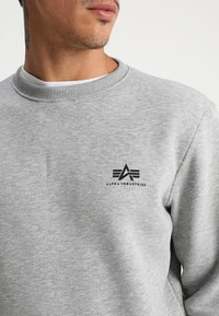 Alpha Industries - BASIC SMALL LOGO - Sweatshirt - grey heather - 3