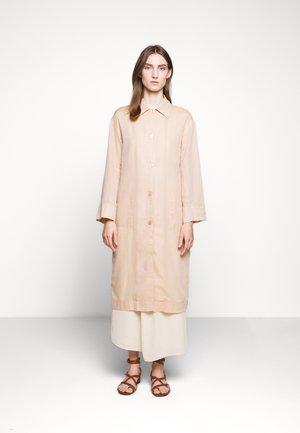 GEORGIA COAT DRESS - Košilové šaty - maplewood