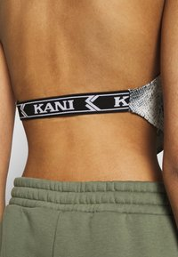 Karl Kani - SMALL SIGNATURE SNAKE NECKHOLDER - Top - black - 5