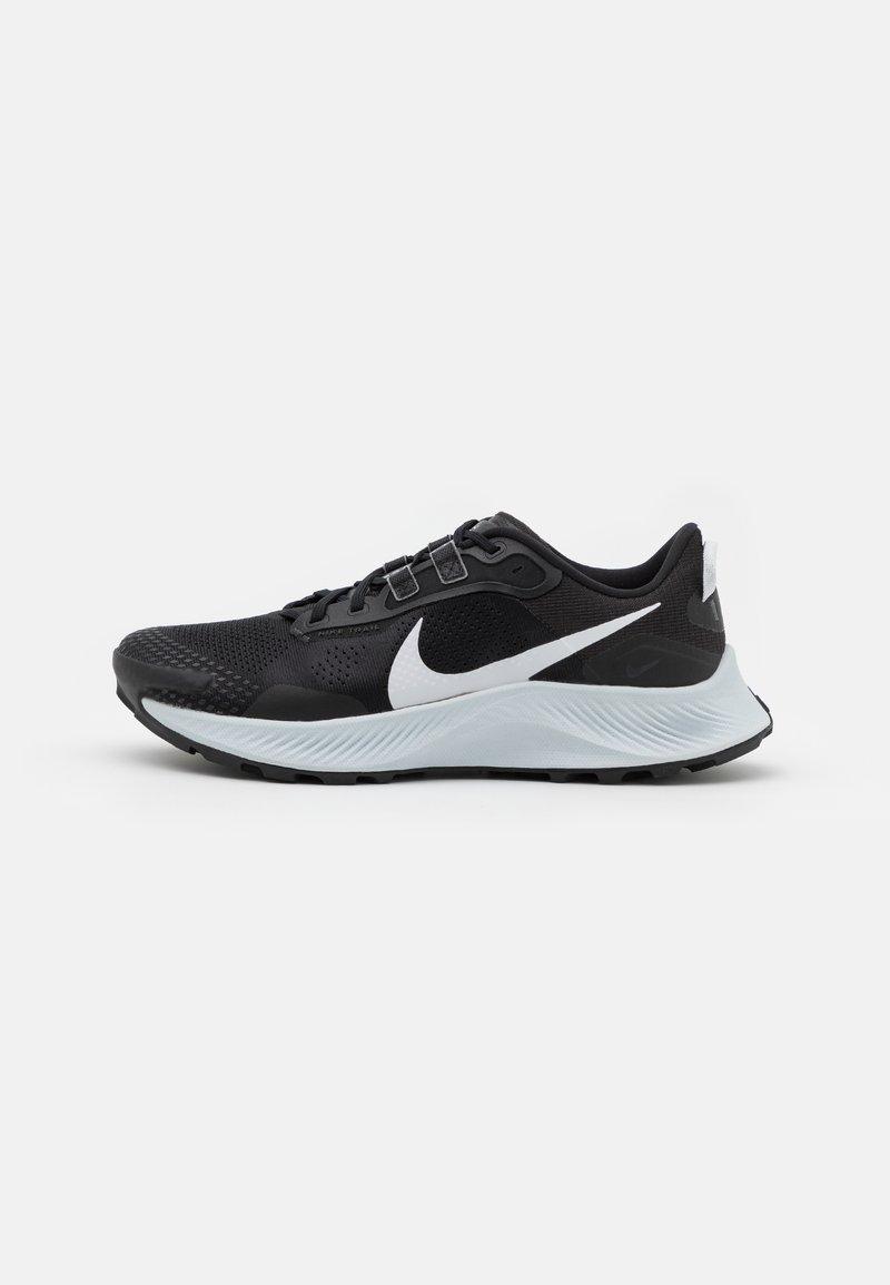 Nike Performance - PEGASUS TRAIL 3 - Löparskor terräng - black/pure platinum/dark smoke grey