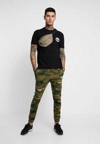 Carlo Colucci - UNISEX - Print T-shirt - schwarz - 1