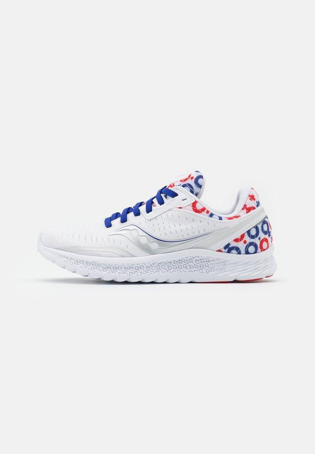 KINVARA - Chaussures d'entraînement et de fitness - white