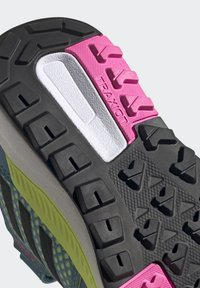 adidas Performance - TERREX TRAILMAKER - Zapatillas de senderismo - crystal white/core black/screaming pink - 8