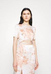 Missguided - PAISLEY PRINT CUT OUT DETAIL MIDI DRESS - Kjole - cream - 3