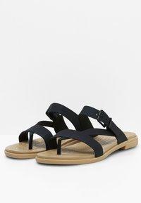 Crocs - TULUM TOE POST - Pool slides - black/tan - 2