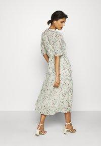 Moss Copenhagen - BLOSSOM ROSALIE DRESS - Kjole - ecru - 2