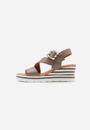 Platform sandals - taupe