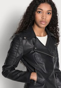 Noisy May Petite - NMREBEL - Faux leather jacket - black - 3