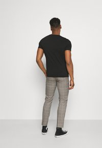 Limehaus - HERITAGE TROUSER - Suit trousers - brown - 2