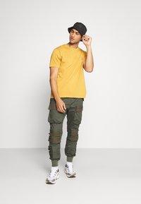 Nudie Jeans - UNO - T-paita - amber - 1