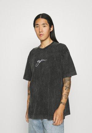 OVERSIZED ACID WASH SCRIPT - T-shirt med print - grey