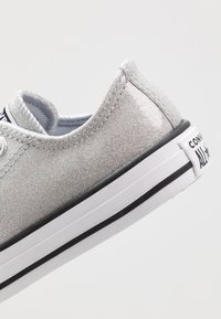 Converse - CHUCK TAYLOR ALL STAR COATED GLITTER  - Sneakers laag - wolf grey/black/white - 2