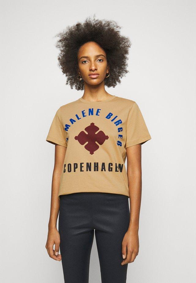 DESMOS - Print T-shirt - tan