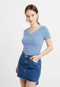 ONLY Petite - ONYLABELLA V NECK - Basic T-shirt - cloud dancer/dazzling blue - 0