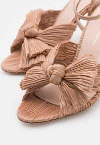 Loeffler Randall - CAMELLIA - Sandály na vysokém podpatku - dune - 6