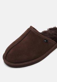 Bullboxer - Slippers - dark brown - 6