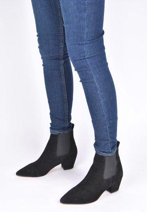 CHELSEA BOOT COLLIEN - Korte laarzen - schwarz