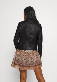ONLY Petite - ONLMELISA JACKET PETIT - Giacca in similpelle - black - 2