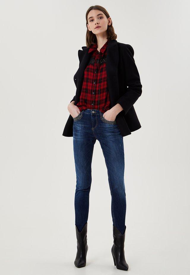 WITH APPLIQUÉS - Jeans Skinny Fit - denim