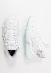 adidas Performance - HARDEN BOUNCE BASKETBALL SHOES UNISEX - Basketbalové boty - footwear white/silver metallic/sky tint - 0