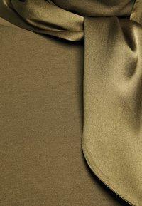RIANI - Top sdlouhým rukávem - militare - 2