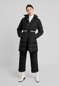 Calvin Klein Jeans - LONG PUFFER WITH WAIST BELT - Veste d'hiver - black - 1
