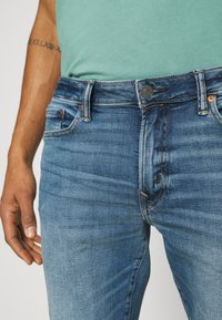 American Eagle - WASH - Jeans Slim Fit - faded light - 5
